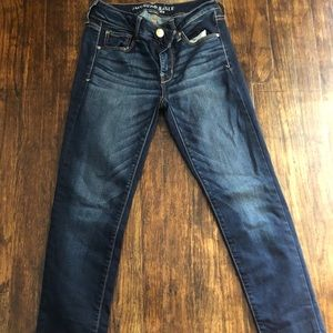 EUC American Eagle skinny Jeans size 4 short